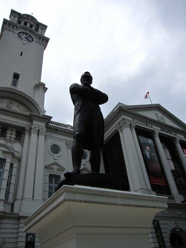 the Raffles statue in front of the theatre