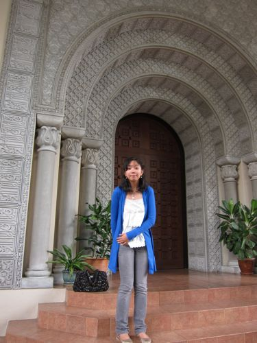 and this is me looking stupid in front of the beautiful door of the lobby