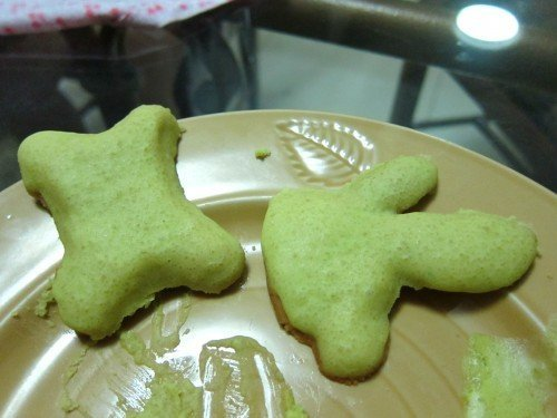 APPLE GREEN ICING. the cookie on the right is supposed to be a BUNNY.